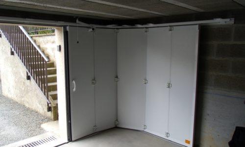 Porte de garage latérale à Coutances dans la Manche
