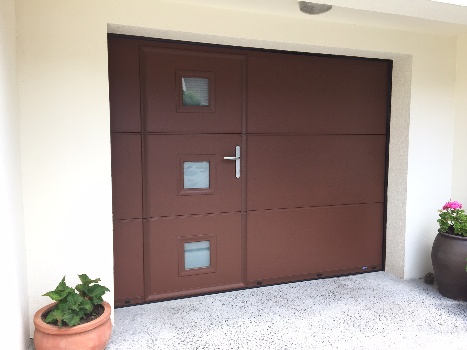 Installation d 39 une porte de garage sectionnelle plafond for Porte de garage hornbach